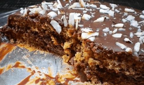 Bolo de Ameixas Pretas com recheio e cobertura de Chocolate