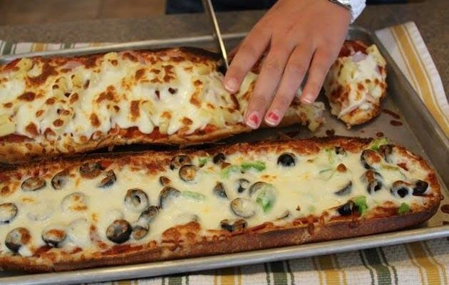 Pizza rápida e simples com pão francês