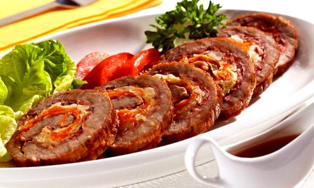 Então hoje a receita é desse delicioso Lagarto recheado com cenoura e bacon. Mas antes de começar lembre-se Lagarto é um tipo de corte da carne bovina e esta localizado na parte traseira do animal.