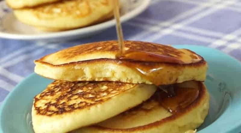 Então hoje a receita é das Famosas panquecas americanas, você pode comer com frutas, mel que ficam simplesmente incrível.