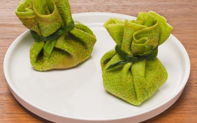 Então essa receita de trouxinhas de panqueca verde é uma nova maneira de apresentar o prato de panqueca, e com um recheio de ricota delicioso.