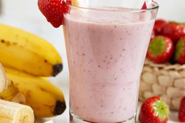 Essa Vitamina Vegana de morango com banana, é sensacional e super fácil de fazer e deliciosa.