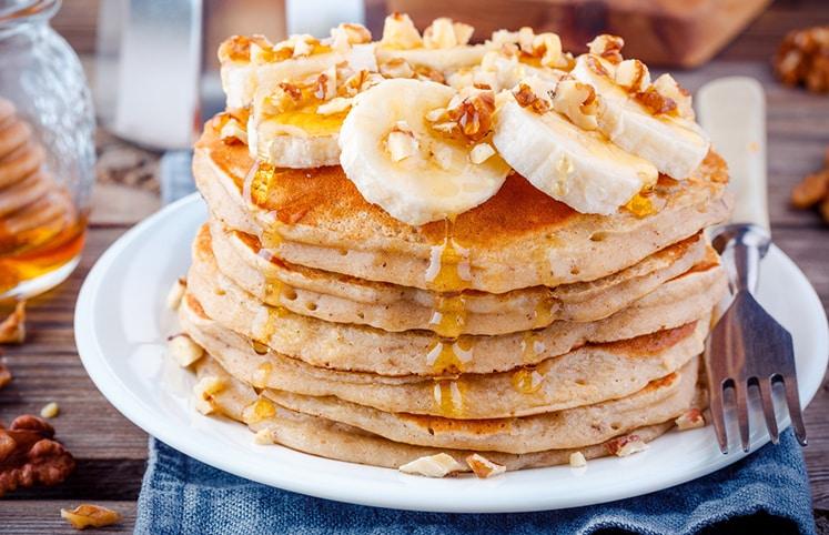 Se você assim como eu acorda com muita fome, mas não tem muito tempo para cozinhar, essa Panqueca Fit de aveia e linhaça, é perfeita uma receita para você não sair da dieta e ter um café da manhã delicioso e super saudável!