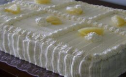 Bolo Gelado de Abacaxi com cobertura