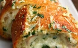 Pão de alho recheado com presunto e queijo faço sempre